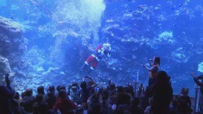 Zwemmende kerstman vraagt aandacht voor klimaat