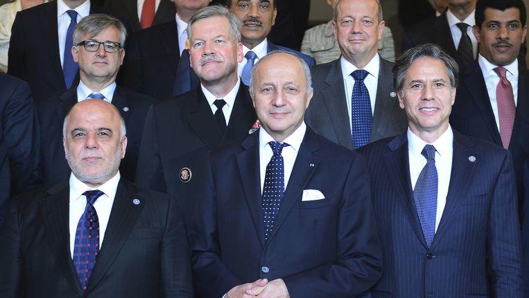 De Iraakse premier Al-Abadi (links) in Parijs. Beeld ap