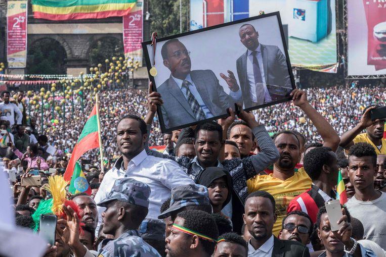 Supporters van Abiy Ahmed in Addis Abeba tijdens een bijeenkomst in juni. Kort hierna ontplofte een bom, waardoor iemand omkwam. Beeld AFP