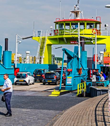 Automobilist kan drie dagen niet met de pont tussen Rozenburg en Maassluis