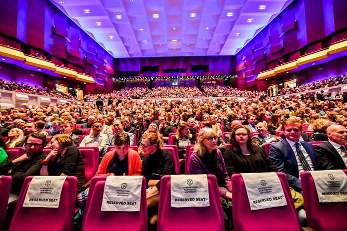 Volle zalen tijdens het IFFR, waar bezoekers een keus moeten maken uit honderden films.