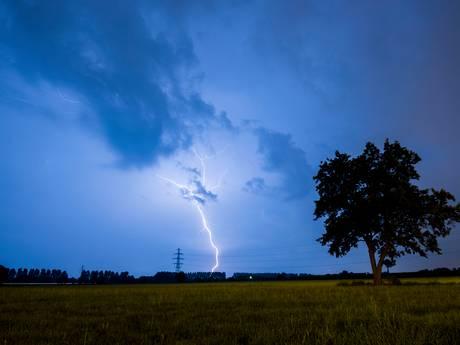 KNMI geeft voor morgen code geel af door hevig onweer en hagel