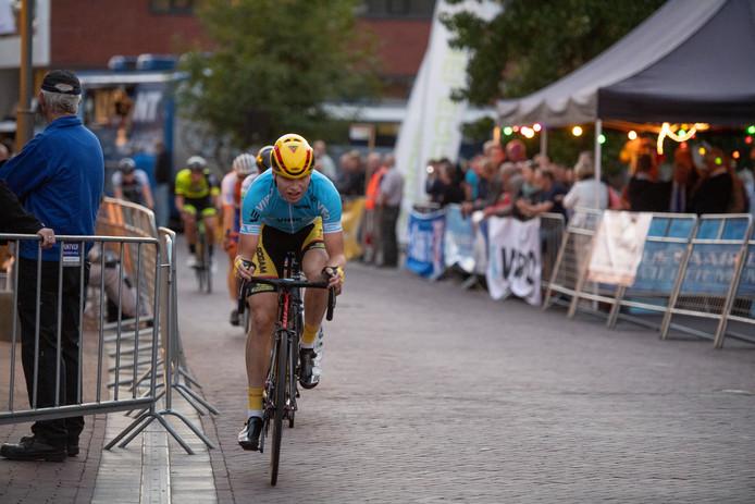 Foto van de Ronde van Goor 2018, de finale van de Criterium Cup. Op kop klassementsleider Jelle Wolsink uit Hengelo.