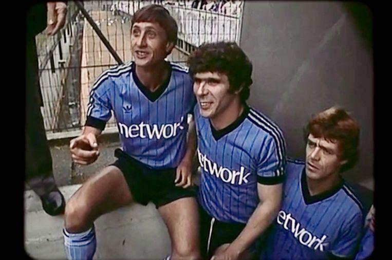 Johan Cruijff, Willem van Hanegem en Johnny Rep in de documentaire 'Willem'.  Beeld Andere Tijden Sport