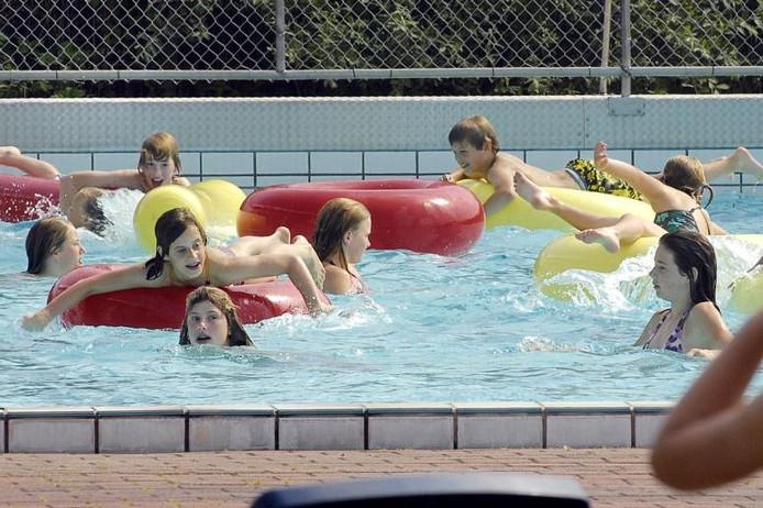 Herfstweer goed voor binnenbad de stok roosendaal 39 zeker for Zwembad spelletjes