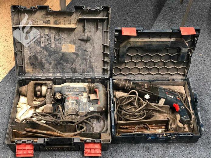 Professioneel gereedschap was niet veilig voor een verslaafde Eindhovenaar die overal bedrijfswagens openbrak.