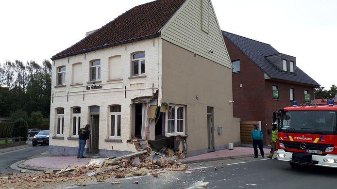Twee weken geleden knalde een vrouw met haar SUV in de hoekgevel van Den Brabander.