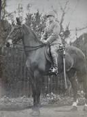 Henk Bastiaans in zijn tijd als cavalerist.