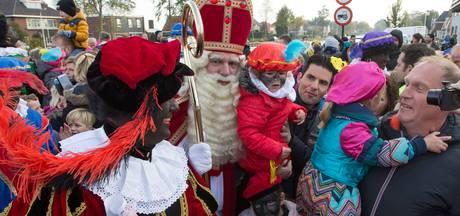 Gemeente strijkt hand over hart en laat Sint per boot aanmeren in Vroomshoop