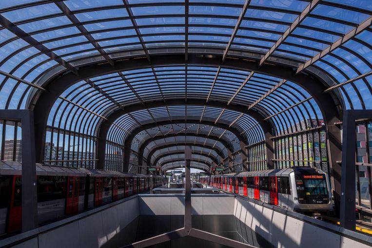 Bij station Noord is nog weinig te beleven. Toch stappen hier straks dagelijks ruim 40.000 reizigers in en uit. Beeld Rink Hof