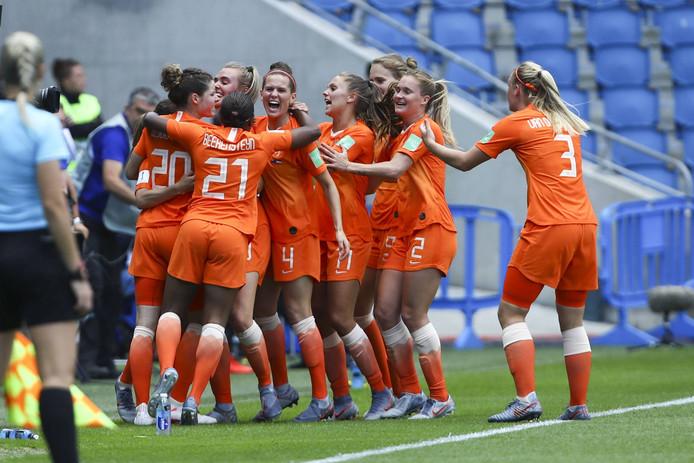 De Nederlandse voetbalvrouwen vierden maandag nog feest na hun overwinning op Nieuw-Zeeland.