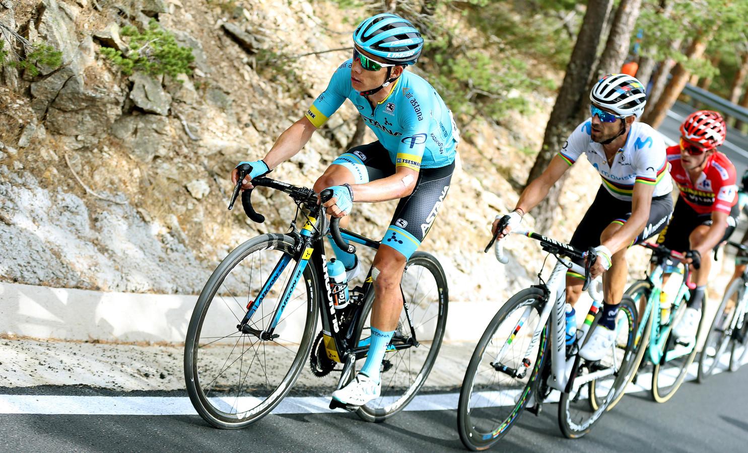 Miguel Angel López en Alejandro Valverde gaan Primoz Roglic voor.