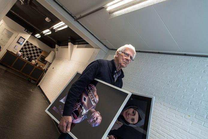Nu het Creatief Platform Tiel haar galerie aan de Waterstraat moet verlaten, haalt fotograaf Ben de Kousemaeker zijn foto's van de muur. Het is de derde keer dat een expositie van hem niet loopt zoals zou moeten.