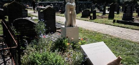 Mysterieus beeld op begraafplaats is liefdesverklaring van kunstenaar voor 'zijn' Charlotte: 'Springt nogal in het oog'