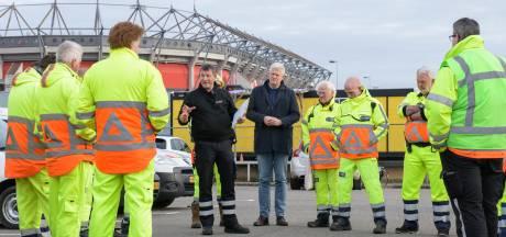 21 verkeersregelaars bij Grolsch Veste: 'We kunnen tegen 'n stootje'