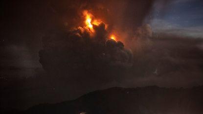 """Filipijnse vulkaan Taal spuwt nu ook lava uit, vrees voor """"gevaarlijke uitbarsting"""": mogelijk 300.000 evacuaties nodig"""