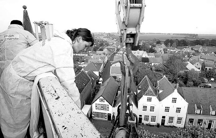 ...en vervolgens op grote hoogte opgehangen. foto's Camile Schelstraete