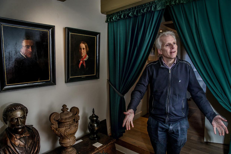 Biograaf Dik van der Meulen in het Multatuli-museum.