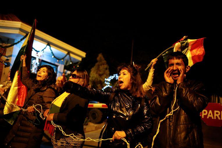 Een aantal betogers verzamelden voor de ingang van de residentie van de Mexicaanse ambassadeur.