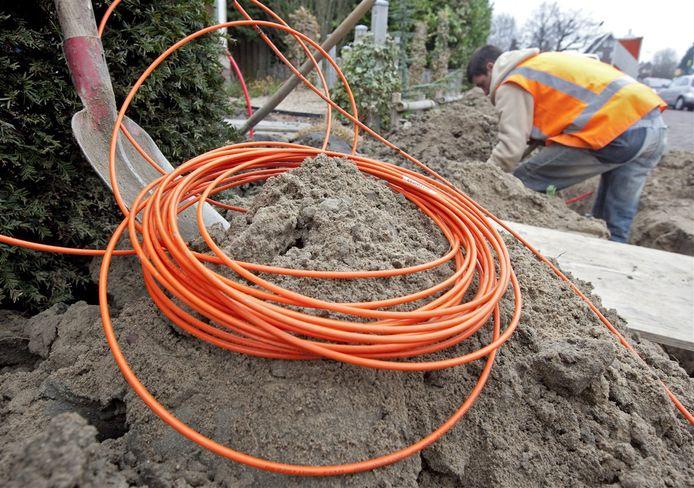 De aanleg van glasvezelkabel. In tegenstelling tot KPN kan VodafoneZiggo zijn netwerk upgraden zonder (veel) te hoeven graven.