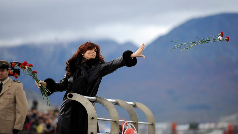 De Argentijnse president Cristina Kirchner tijdens een herdenking van de slachtoffers van de Falkland-oorlog. Beeld REUTERS