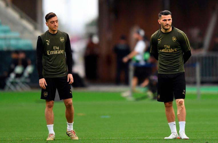 Mesut Özil en Sead Kolasinac.