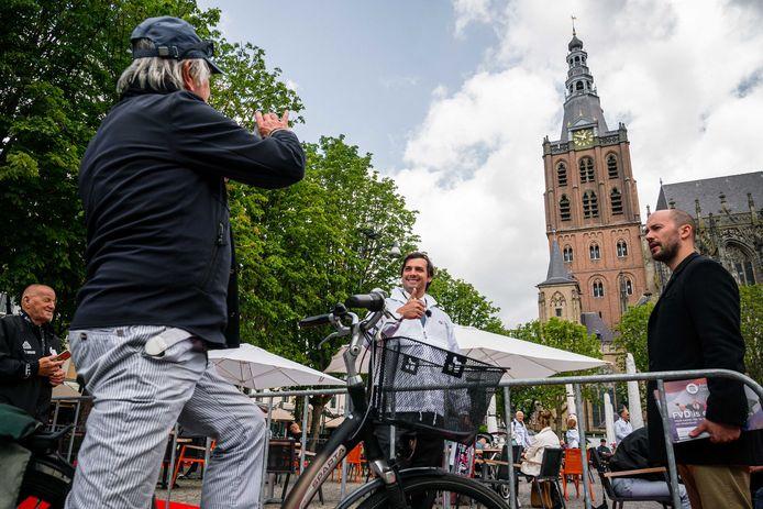 Baudet deelde op 6 juni flyers uit aan voorbijgangers in Den Bosch.
