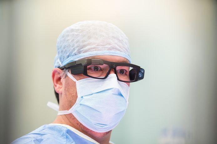 De smart glasses van chirurg Ronald Liem.