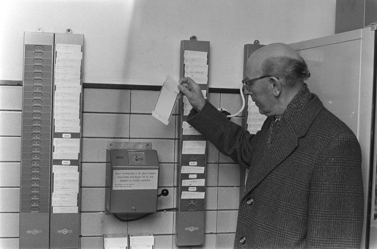 1971: Prikklok bij het Shell-laboratorium in Amsterdam Beeld Rob Mieremet, Nationaal Archief / Anefo