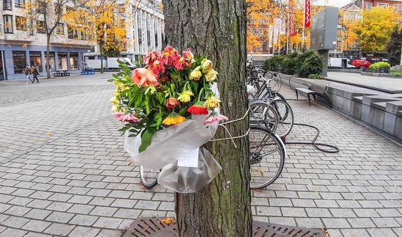 Eerder lieten ook enkele tantes van Bart Rigole al een ruiker bloemen achter vlakbij de plaats waar hun neef stierf.