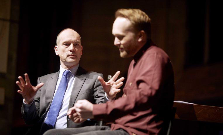 Cabaretier Arjen Lubach en ChristenUnie-lijsttrekker Gert-Jan Segers debatteren over de plek van religie in de samenleving. Beeld anp