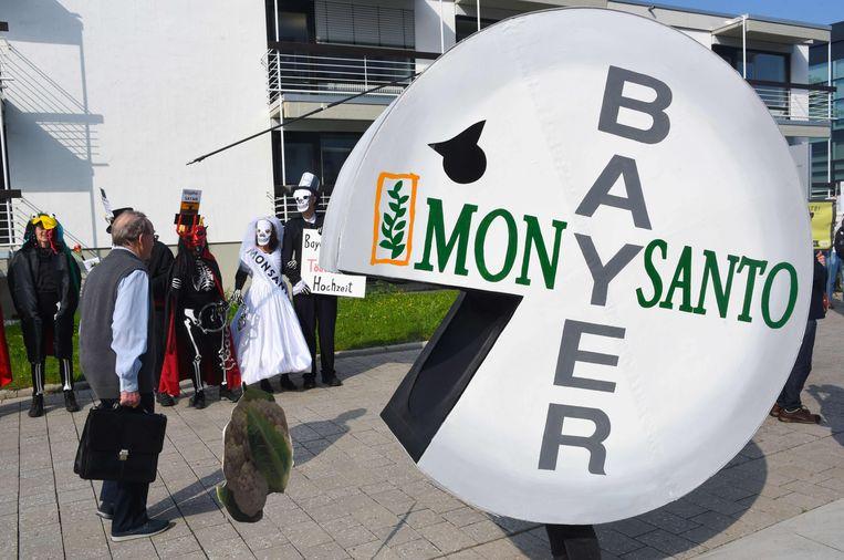 Mei 2018: protest in Bonn tegen de overname van het Amerikaanse Monsanto door het Duitse Bayer.  Beeld AFP,  Patrik Stollarz