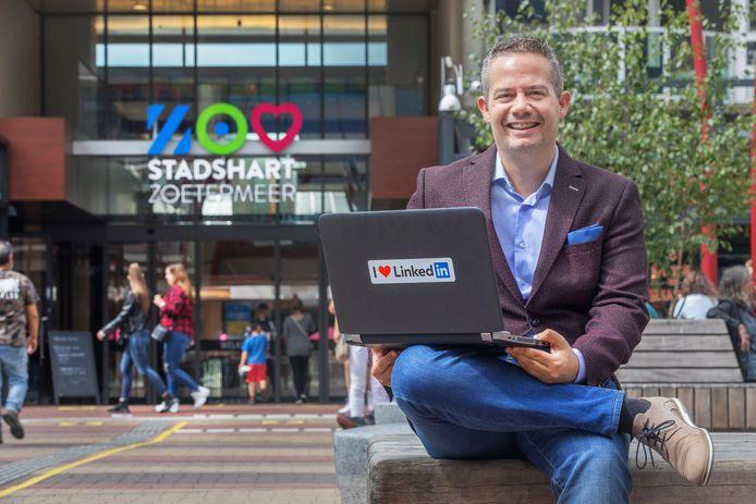 'Regelneef' Harrie Lamers op het Stadhuisplein in Zoetermeer.