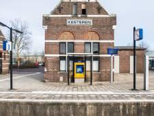 Jongeren Neder-Betuwe willen beter openbaar vervoer: overvolle trein in ochtend
