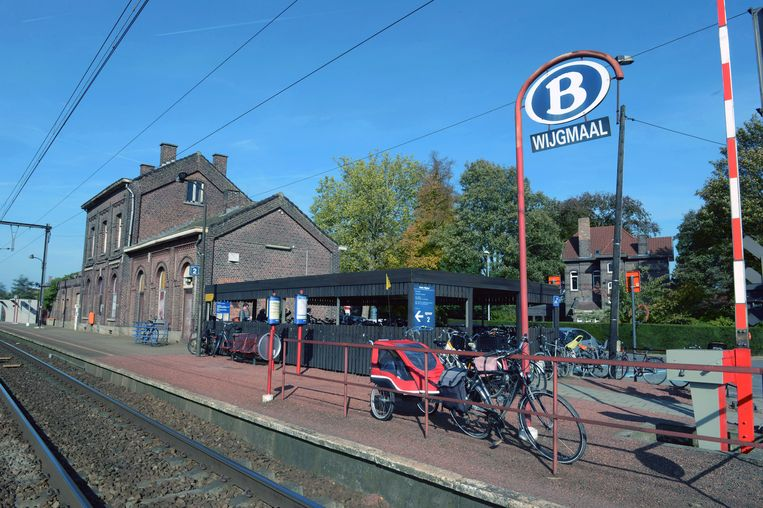 De NMBS gaf het stationsgebouw in erfpacht aan de stad Leuven. Die gaf het gebouw vervolgens in erfpacht aan vzw Dialoog. Ondertussen gaat het dossier al zo'n tien jaar mee, maar nu is er eindelijk een oplossing in zicht.