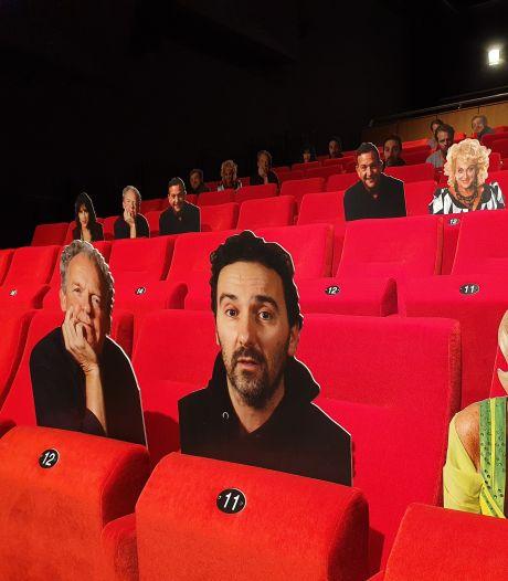 Theaters zetten (kartonnen) BN'ers in tegen lege stoelen