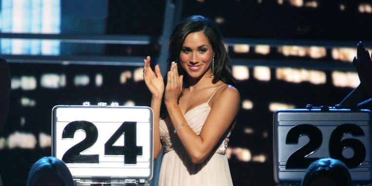 Meghan als koffermeisje in 'Deal Or No Deal'