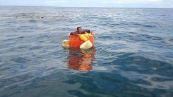 Visser gered na drie dagen op zee in koelbox