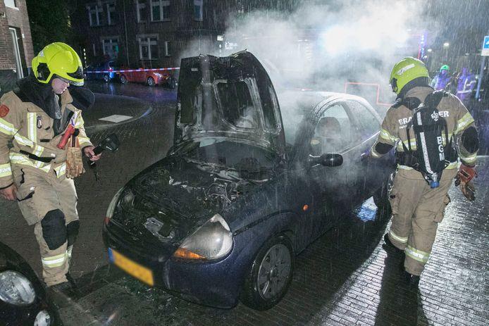 Door het snelle optreden van de brandweer bleef de schade beperkt tot de voorkant van de auto.