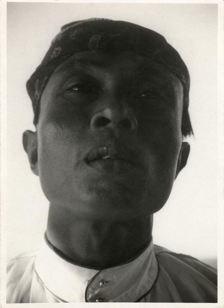 Javaanse man, circa 1931, van fotojournalist Ellen Catleen. Beeld Nederlands Fotomuseum