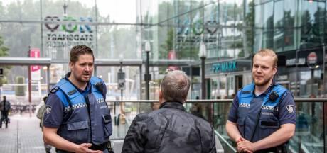 Handhavers smeken om wapenstok na mishandeling: 'Ze hebben deze coronaklus te snel gekregen'
