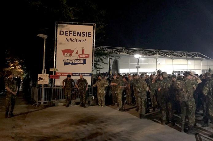 Klaar voor de start van laatste dag vierdaagse Nijmegen op militaire kamp Heumensoord Foto Cobine van der Louw