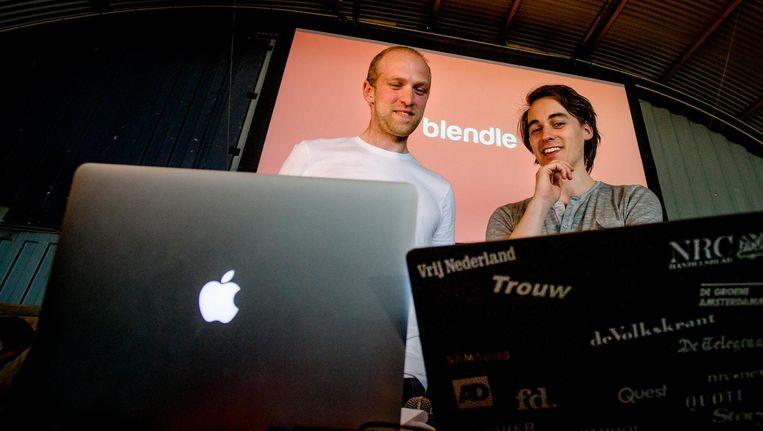 Initiatiefnemers Marten Blankesteijn (L) en Alexander Klopping tijdens de officiele lancering van Blendle in 2014. Beeld anp