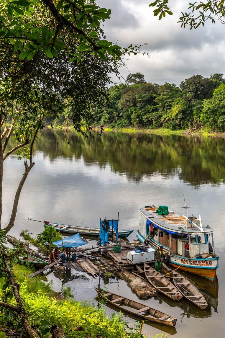 Ribeirinhos leven aan de rivier. Beeld Noel van Bemmel