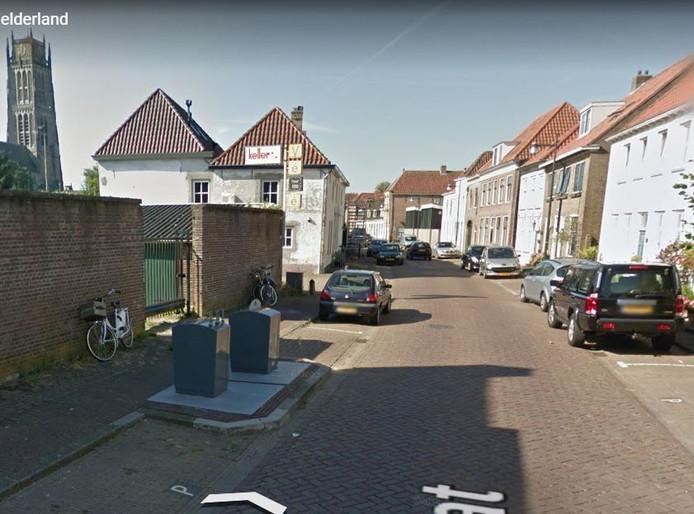 Het voormalige Vébé-terrein (links) in de Oenselsestraat in Zaltbommel.