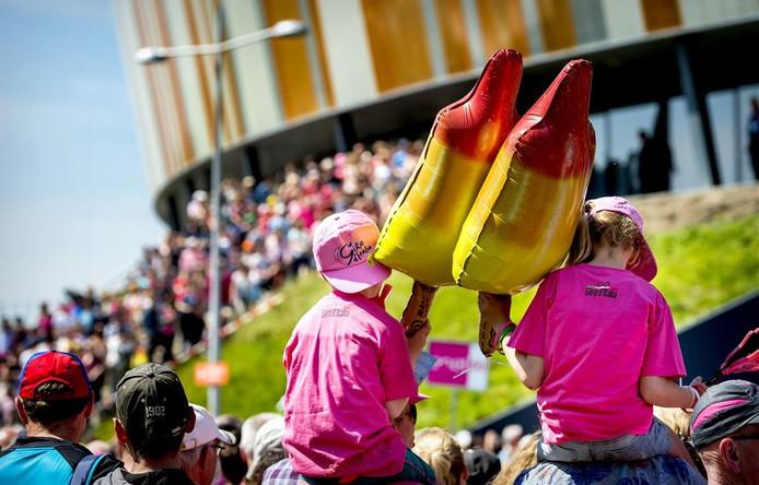 Wielersupporters in Apeldoorn tijdens de Giro d'Italia