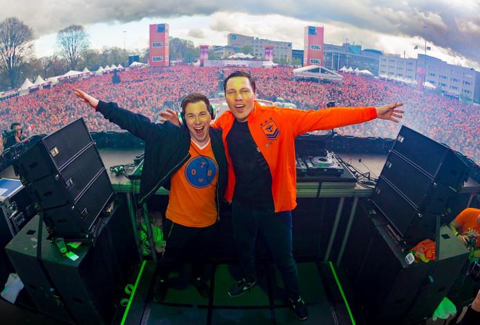 Hardwell en Tiësto samen op het Chasséveld in Breda.