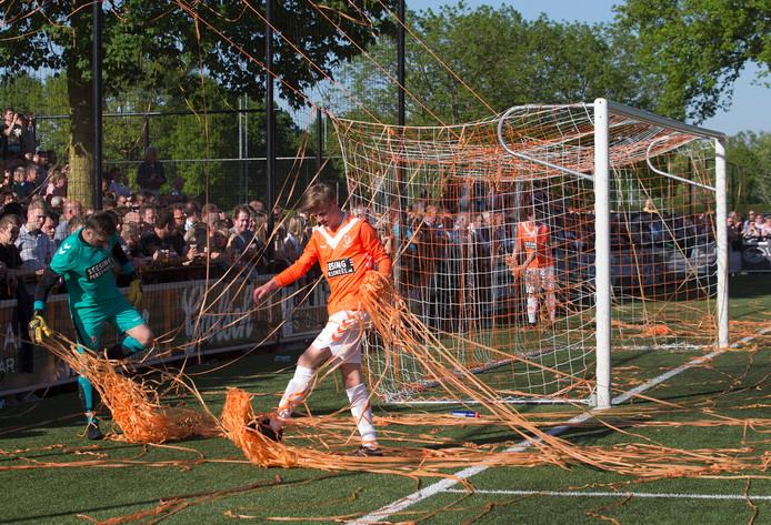 Longa'30 en RKZVC staan zaterdagavond tegenover elkaar. Tijdens de editie in het seizoen 2017/'18 werd in Lichtenvoorde een ware sfeeractie gehouden.