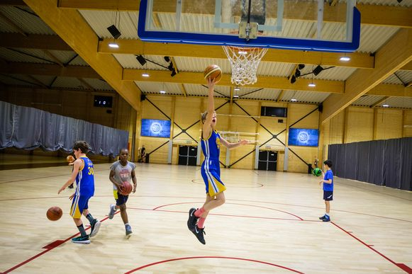 Een basketbaltraining in de Braxhall.