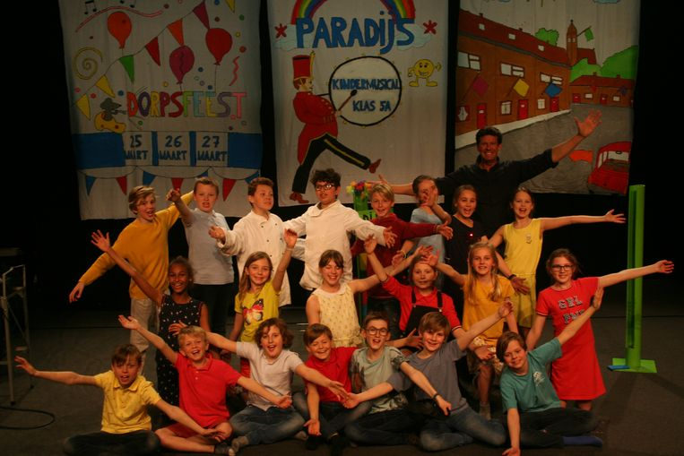 Leerlingen van het vijfde leerjaar zetten hun schouders onder een eigen musical